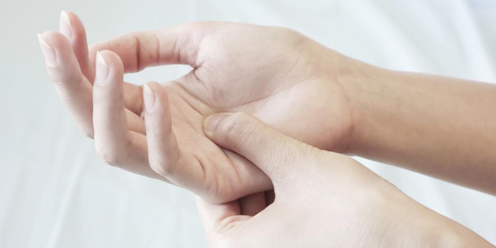 stijve gewrichten handen
